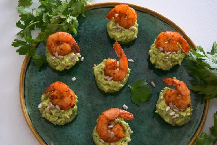 Vieno kąsnio užkandžiai su agurku ir krevetėmis