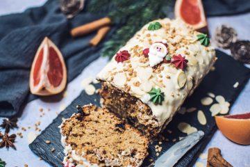 Kalėdinis pyragas su baltojo šokolado glaistu