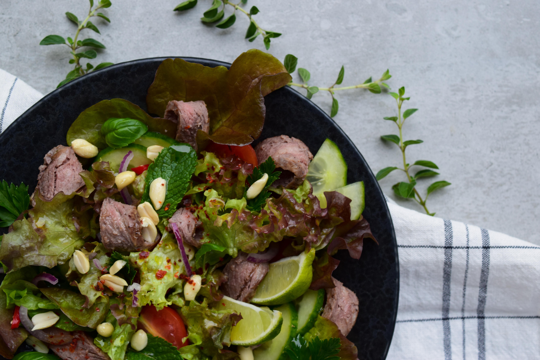 Gaivios salotos su jautiena