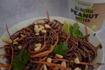 Soba makaronų salotos