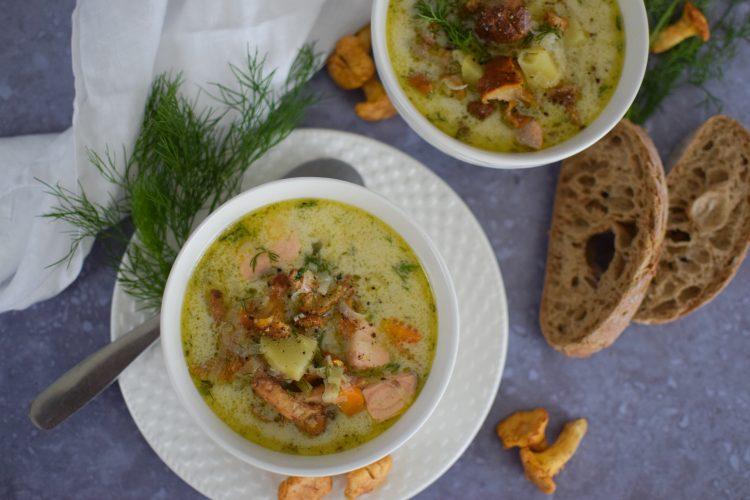 Šviežių voveraičių sriuba su daržovėmis ir lašiša