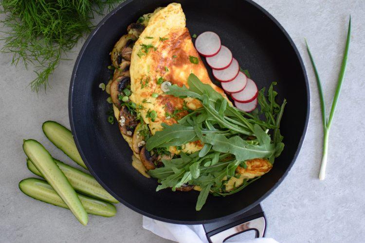 Purus omletas su grybais ir rukola