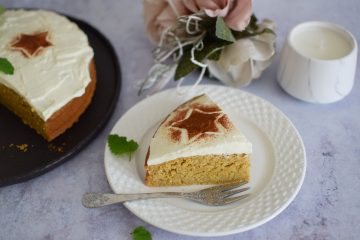 Sveikesnis moliūgų pyragas be gliuteno su maskarponės glaistu