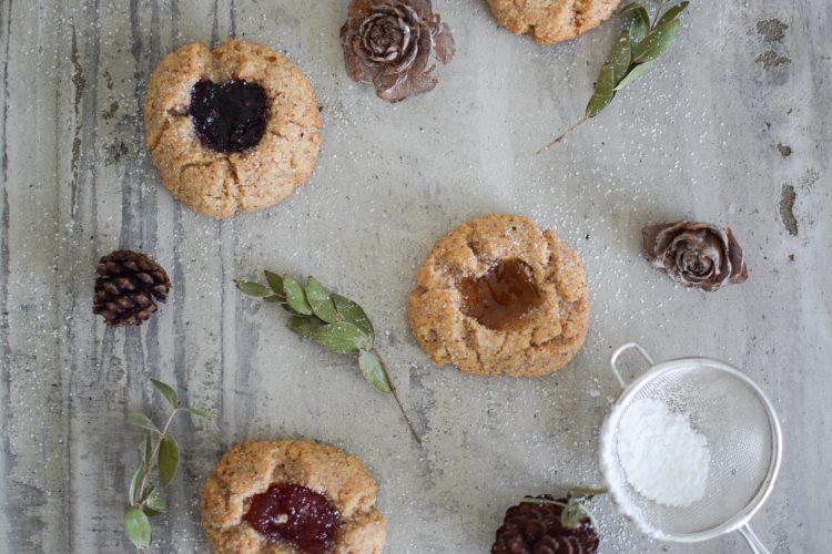 Migdoliniai sausainiai su uogų džemu, be glitimo