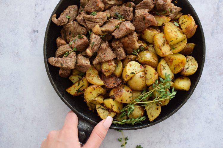 Steiko kąsneliai su bulvėmis