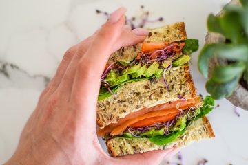 Vegetariški sumuštiniai su daržovėmis ir lašiša
