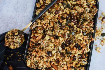 Riešutų granola su sėklomis ir datulėmis