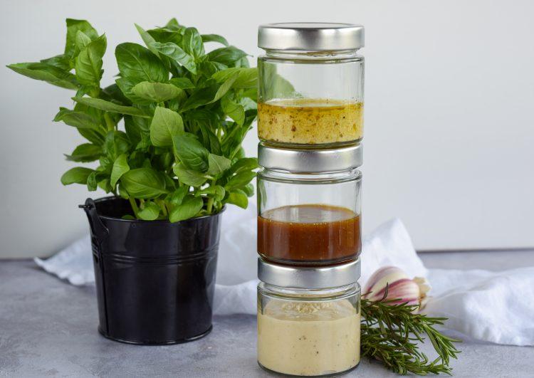 12 sveikų padažų salotoms idėjų