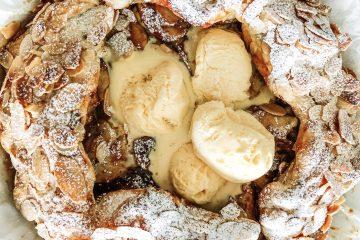Greitas obuolių pyragas su karamele